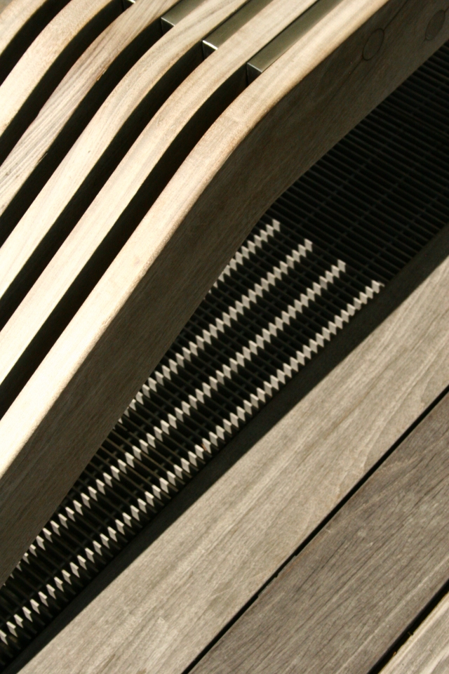Abstract lines per stylized bench and shadow on the High Line