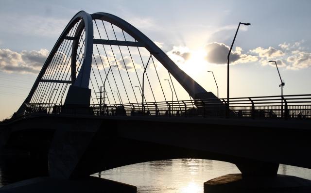 Lowry Bridge series 014