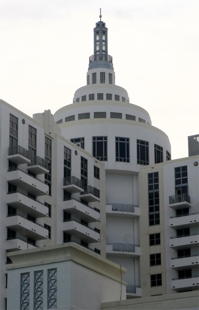 Miami architecture, Art Deco looking hotel