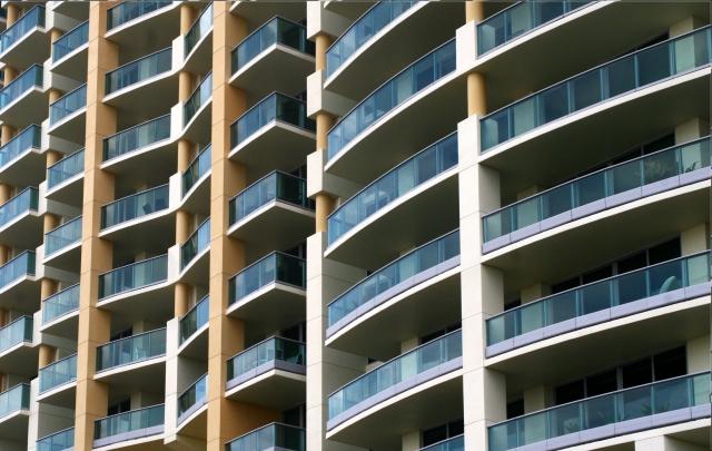 Miami architecture, curved facades beachfront hotel