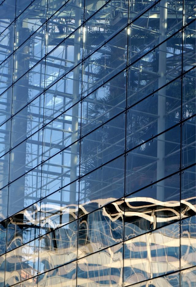 Reflections on National Aquarium glass walls