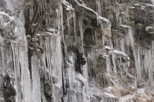 Icicle series, Fort Mountain StPk cliffs 005
