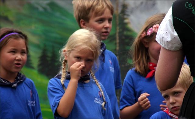 a-picking-but-no-grinning-kids-choir-volkfest-2016