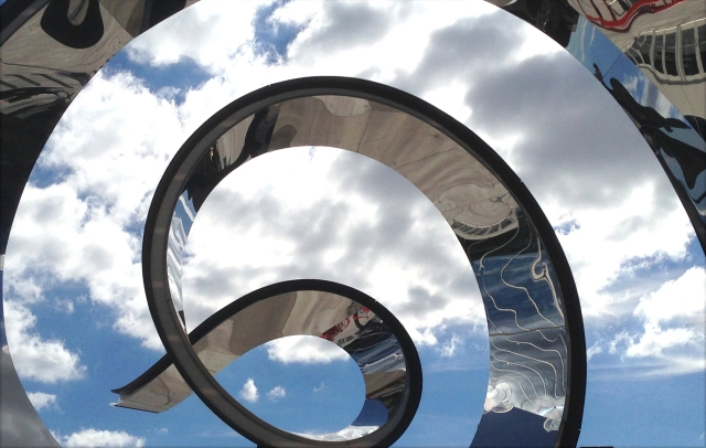 chrome-curl-sclupture-outside-us-bank-stadium