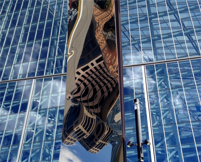 crazy-reflection-off-sclupture-at-us-bank-stadium